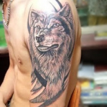 wolf-tattoo-ideas-wolf-on-upper-arm