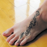 simple-henna-tattoo-on-foot